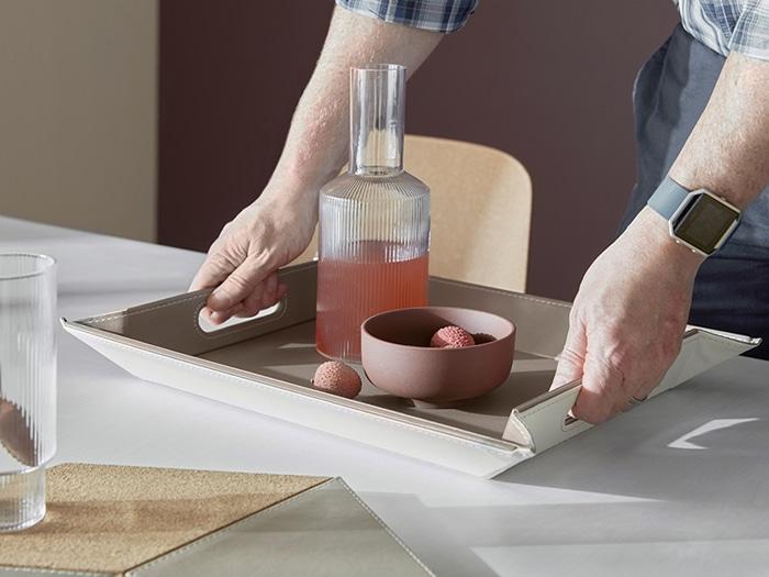 freeform bandeja en mesa