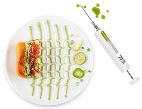gastronomia-molecular-FOOD-STYLING-R-Evolution-plate-syringe-white