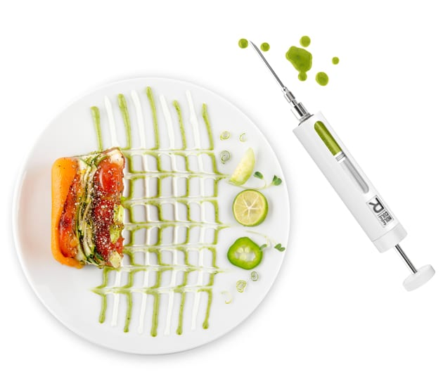 FOOD-STYLING-R-Evolution-plate-syringe-white